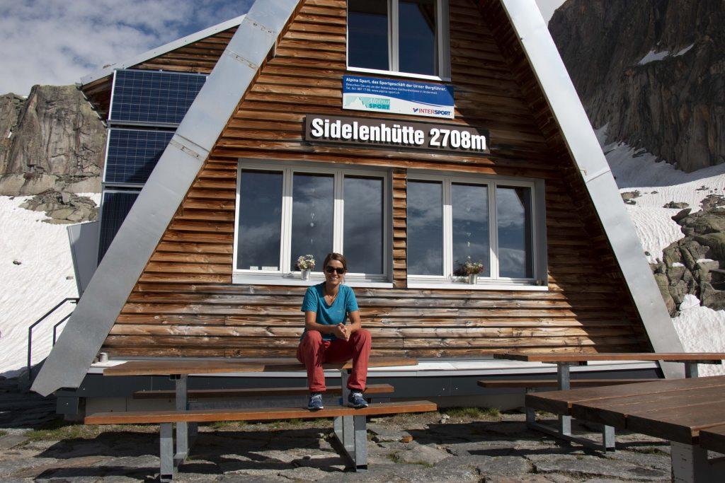 Carmela Tschenett, Hüttenwartin